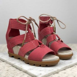 Sorel Joanie Coral Lace Up Front Grip Sandals